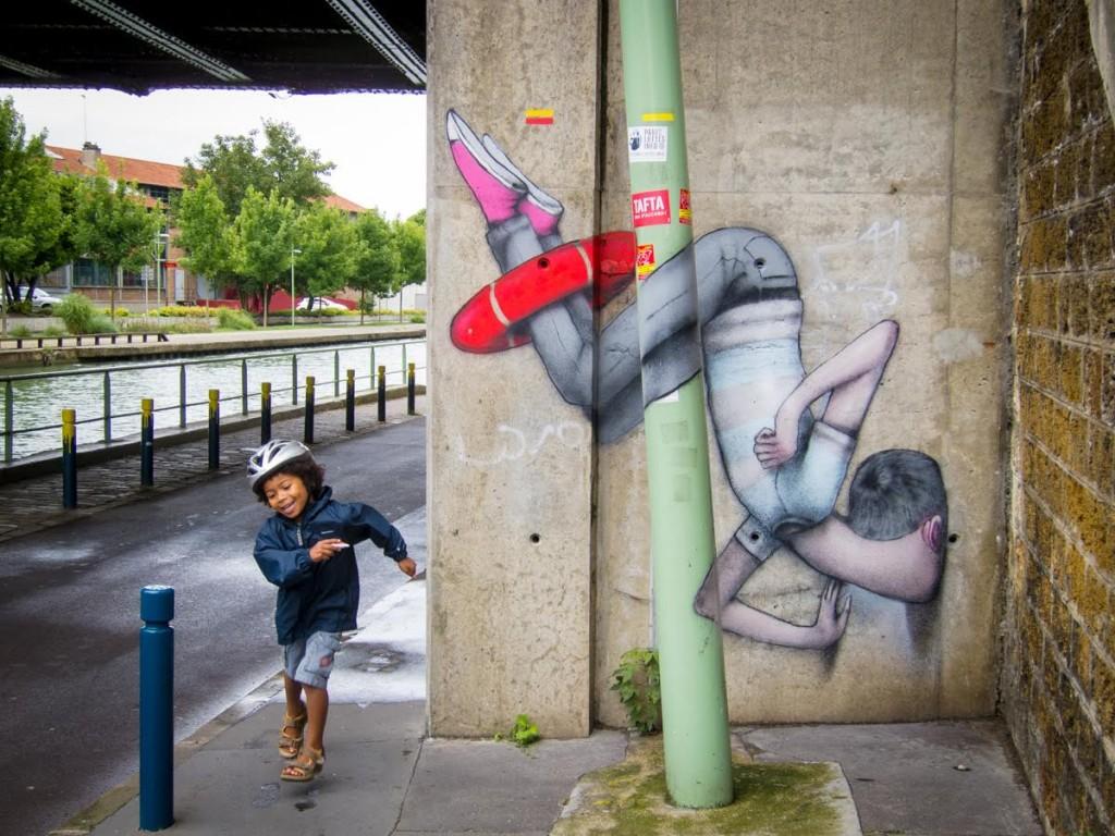 image un oeil qui traine street art