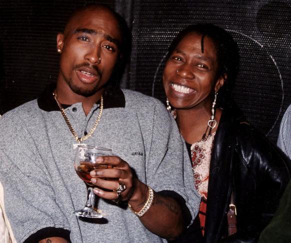 image tupac et sa mère afeni shakur actu rap us