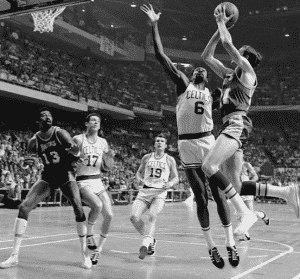 image-jerry-west-bill-russell-finale-nba-1969