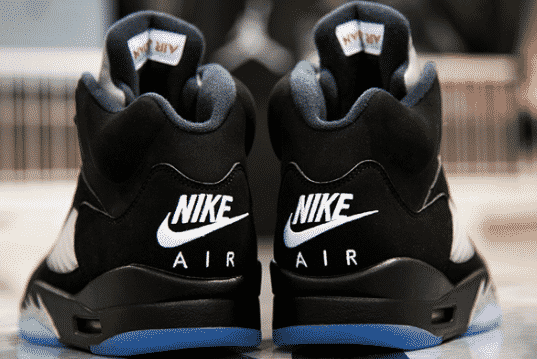 Nouvelle réédition de la Air Jordan 5 BlackMetallic Silver