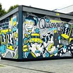 A Porto, Oker peint un kiosque sur la demande du commerçant
