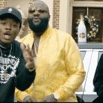 "Smoke DZA & Pete Rock invitent Rick Ross dans leur ""Black Superhero Car"""