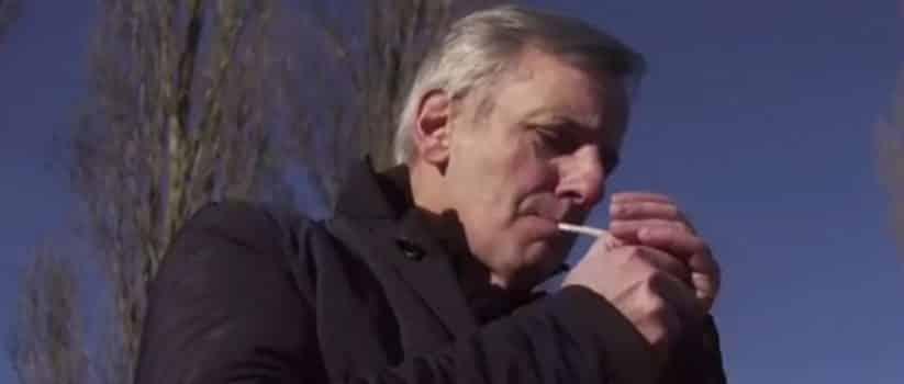image Bernard de la Villardière fumant un joint