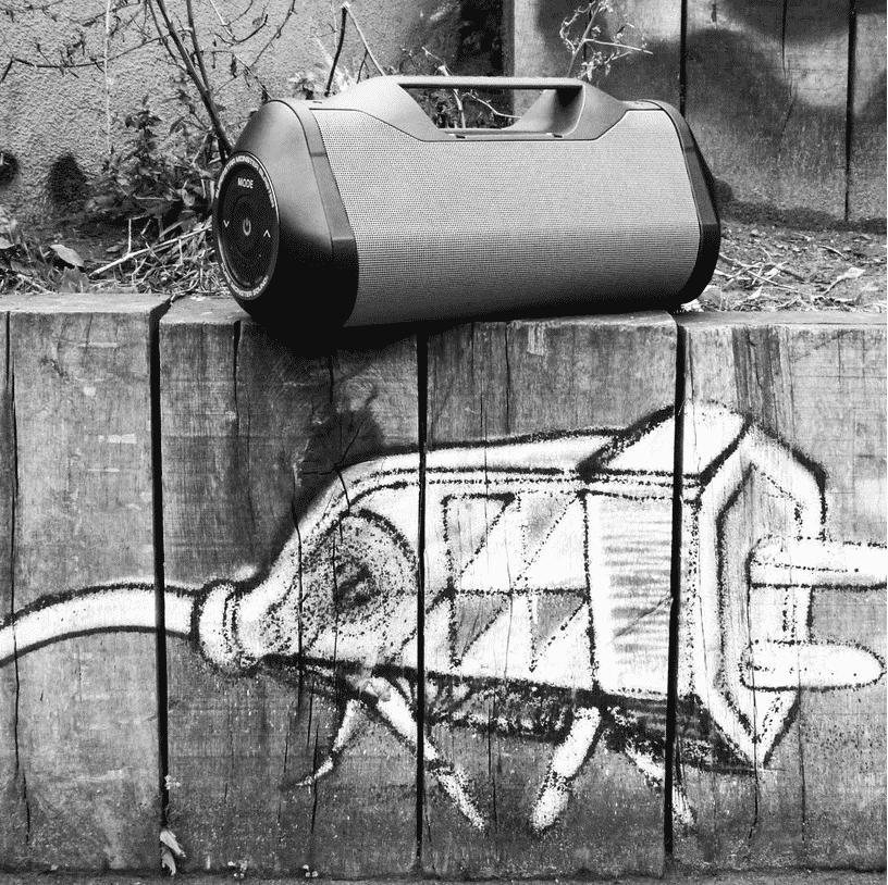 image enceinte blaster noir et blanc prise