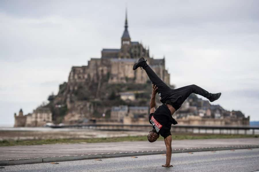 image breakdance red bull mont st michel