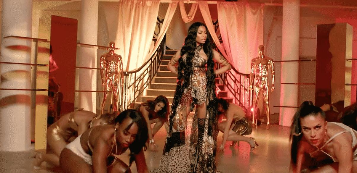 image Nicki Minaj du clip Light My Body Up