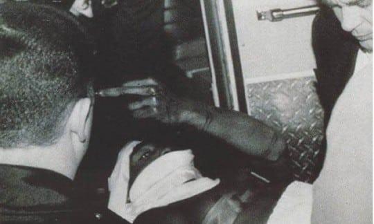 image Tupac sur civière