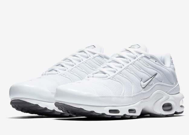 prix compétitif 440e3 45e80 Découvrez la Nike Air Max Plus Triple White ou Triple Black ...