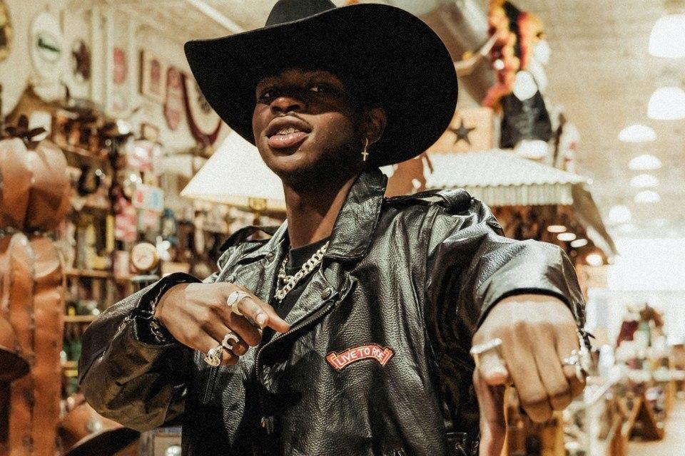 """image Lil Nas X explose tous les records et """"Old Town Road"""" est désormais seul sur le toit du monde musical"""