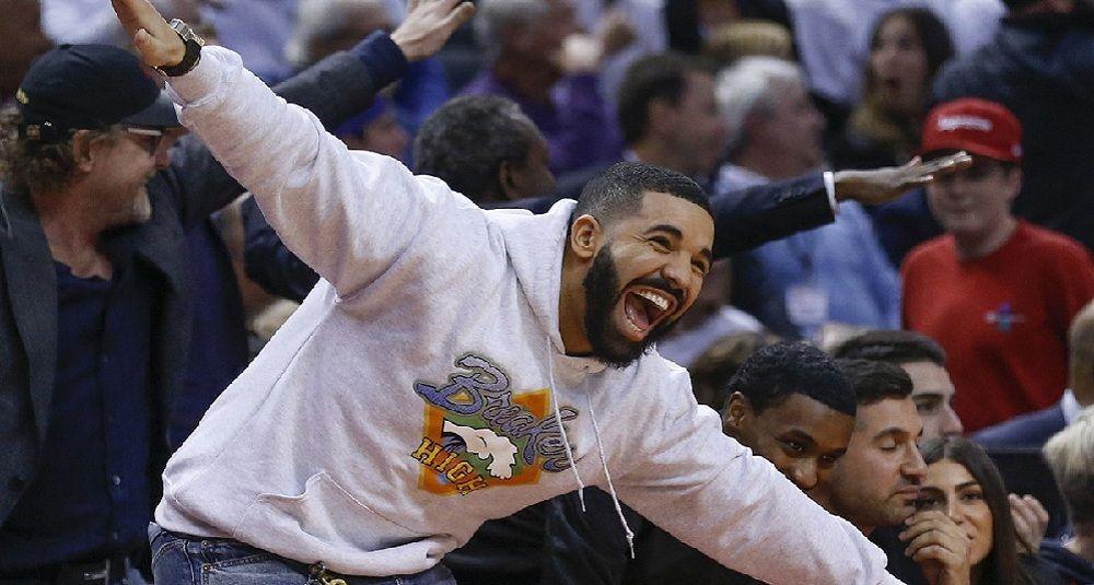 Drake vous propose de faire un tour dans son jet privé