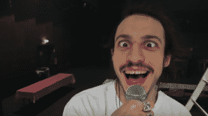 "[CLIP] Roméo Elvis tape son ""Pogo"" accompagné du Motel !"