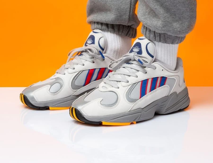 Soltero salado lino  Adidas Yung-1 : La dad shoe inspirée des consoles des années 90